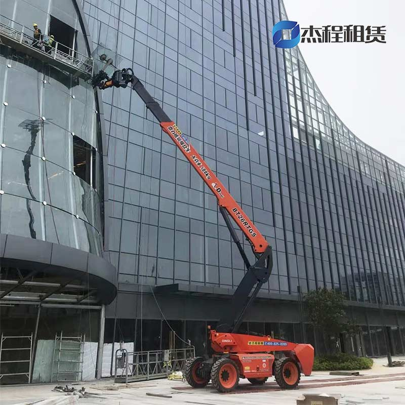 26米玻璃吸盘车出租应用于广州南站玻璃安装