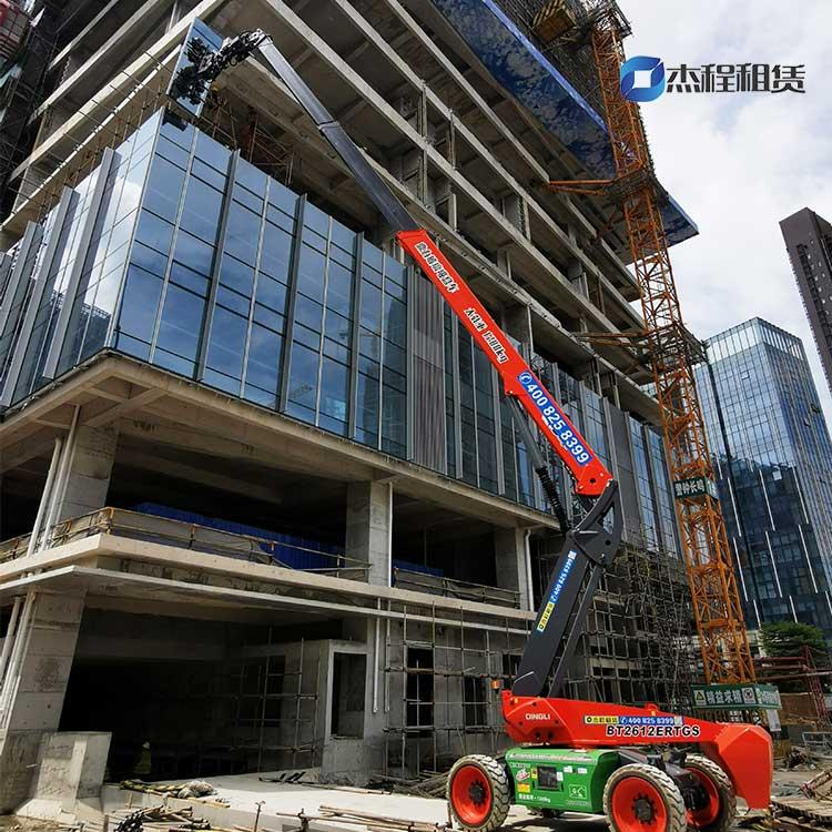 26米玻璃吸盘车出租应用于高层建筑玻璃安装