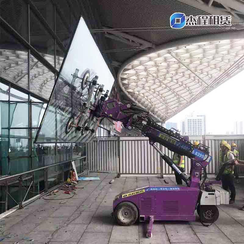 电动玻璃搬运车出租应用于广州南站玻璃安装搬运工程